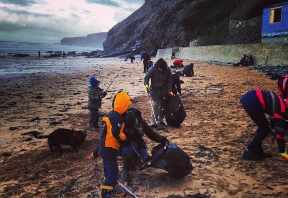 People at the SAS marine litter pick Watergate